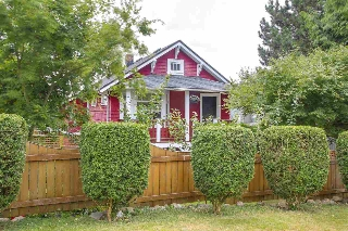Main Photo: 709 E 6TH Street in North Vancouver: Queensbury House for sale : MLS® # R2191266