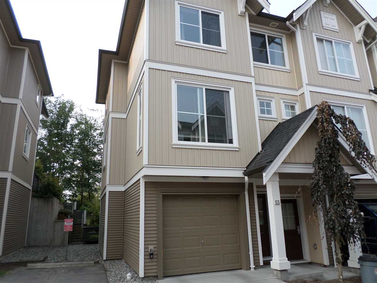 "Main Photo: 53 31032 WESTRIDGE Place in Abbotsford: Abbotsford West Townhouse for sale in ""HARVEST"" : MLS®# R2194878"