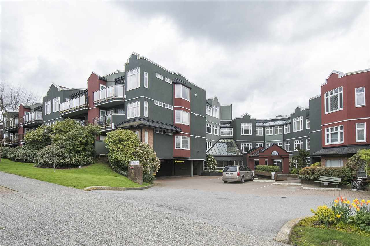 Main Photo: 401 121 W 29TH Street in North Vancouver: Upper Lonsdale Condo for sale : MLS® # R2195769