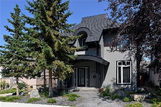 Main Photo: 2406 BOWNESS Road NW in Calgary: West Hillhurst House for sale : MLS® # C4131950