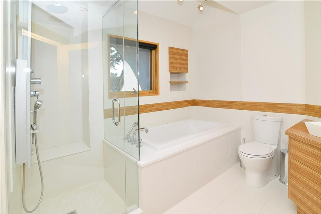 Master en-suite matching the contemporary design of the rest of the home.