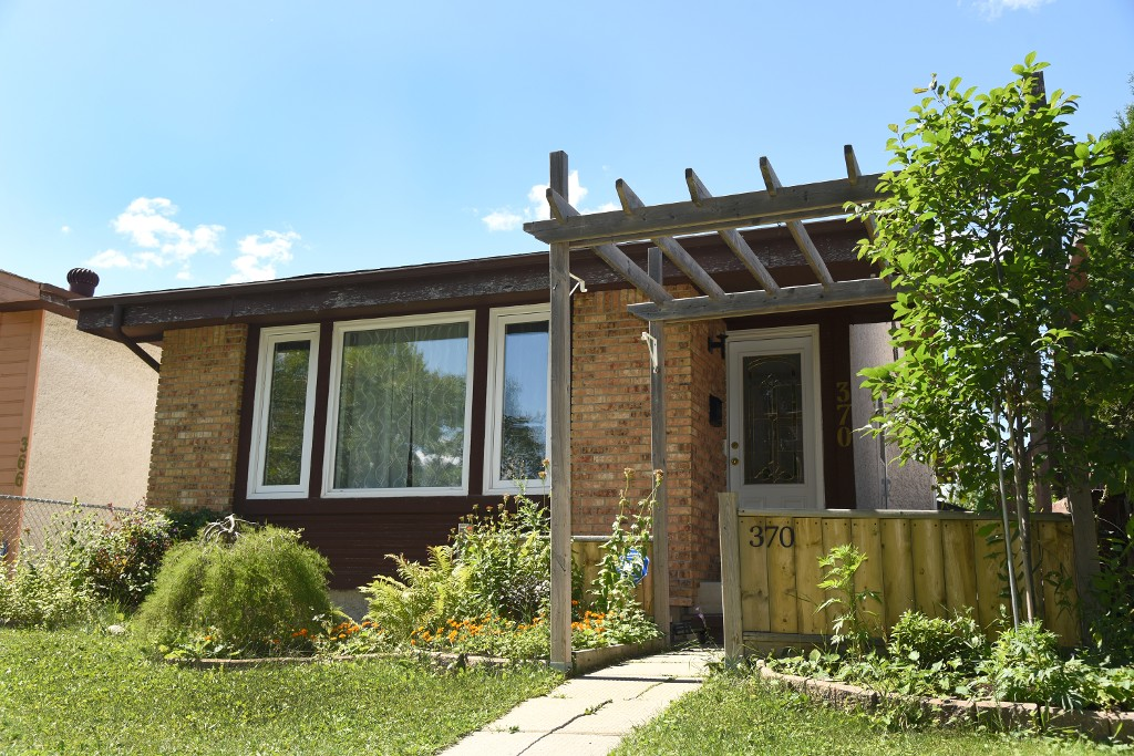 Main Photo: 370 Mandalay Drive in Winnipeg: Mandalay West Single Family Detached for sale (4H)  : MLS® # 1722029