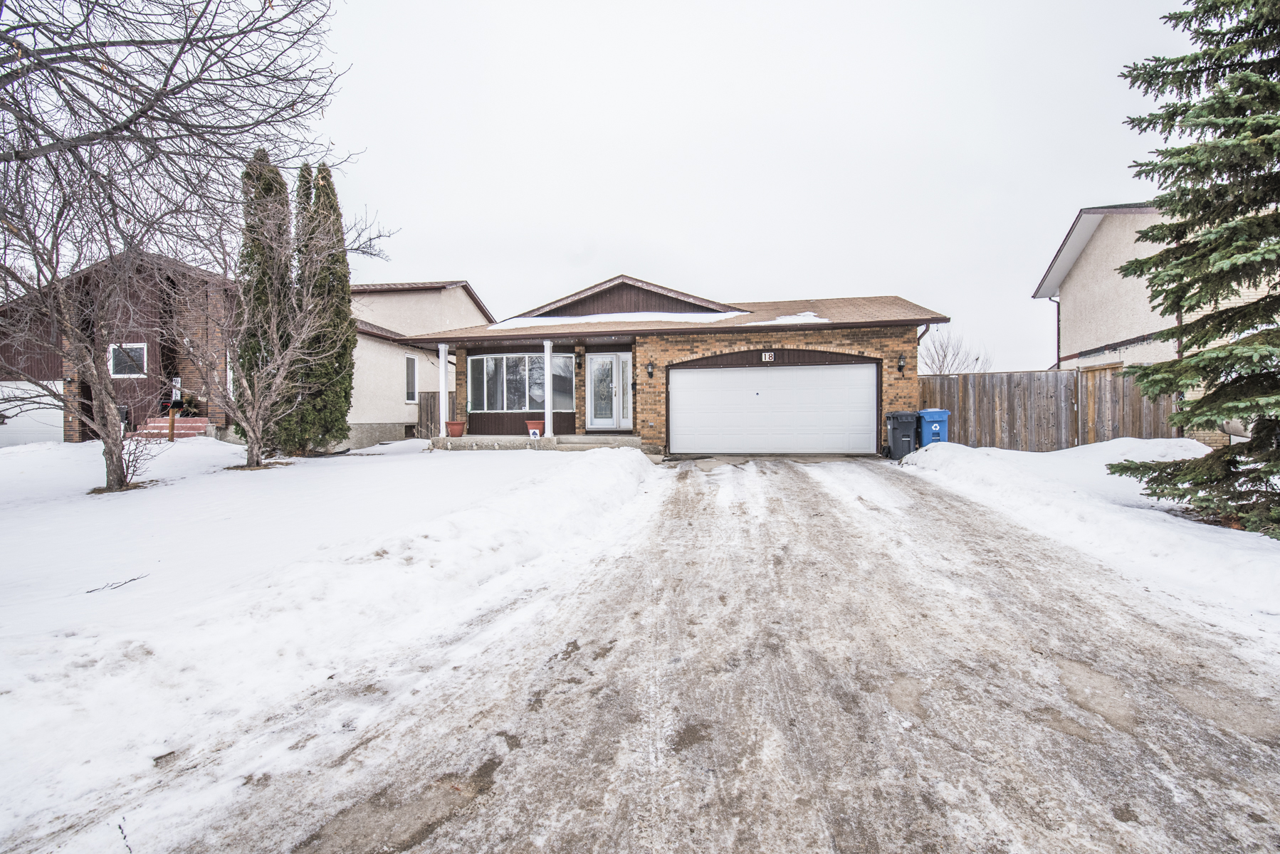 Main Photo: 18 Rose Hill Way in Winnipeg: Meadows West Single Family Detached for sale (4L)  : MLS® # 1801589