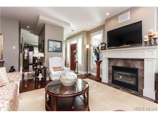Photo 5: 35 551 Bezanton Way in VICTORIA: Co Latoria Townhouse for sale (Colwood)  : MLS(r) # 344133