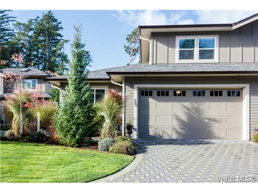 Main Photo: 35 551 Bezanton Way in VICTORIA: Co Latoria Townhouse for sale (Colwood)  : MLS(r) # 344133