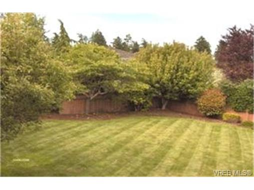 Photo 9: 1183 Maplegrove Place in VICTORIA: SE Sunnymead Single Family Detached for sale (Saanich East)  : MLS® # 215956