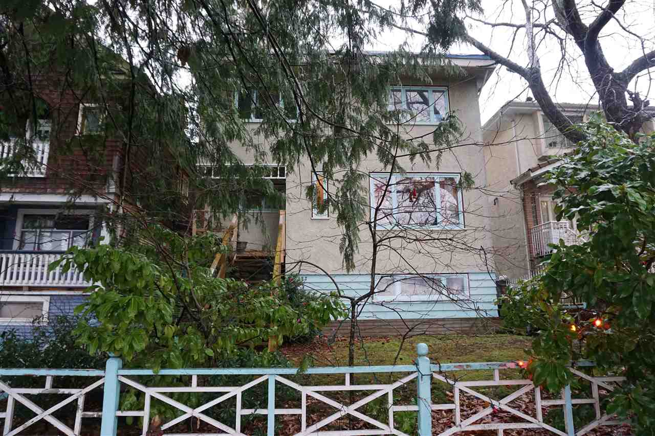 "Main Photo: 2377 E 30TH Avenue in Vancouver: Collingwood VE House for sale in ""COLLINGWOOD"" (Vancouver East)  : MLS(r) # R2025941"