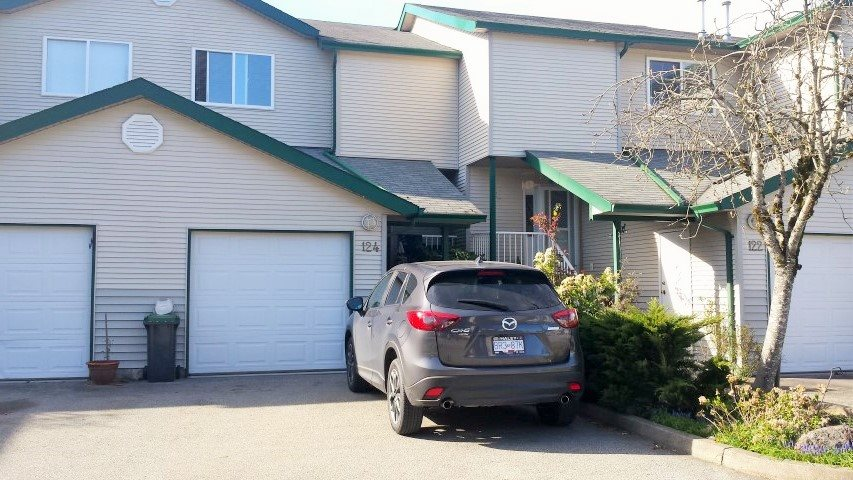 "Main Photo: 124 39920 GOVERNMENT Road in Squamish: Garibaldi Estates Townhouse for sale in ""SHANNON ESTATES"" : MLS(r) # R2050698"