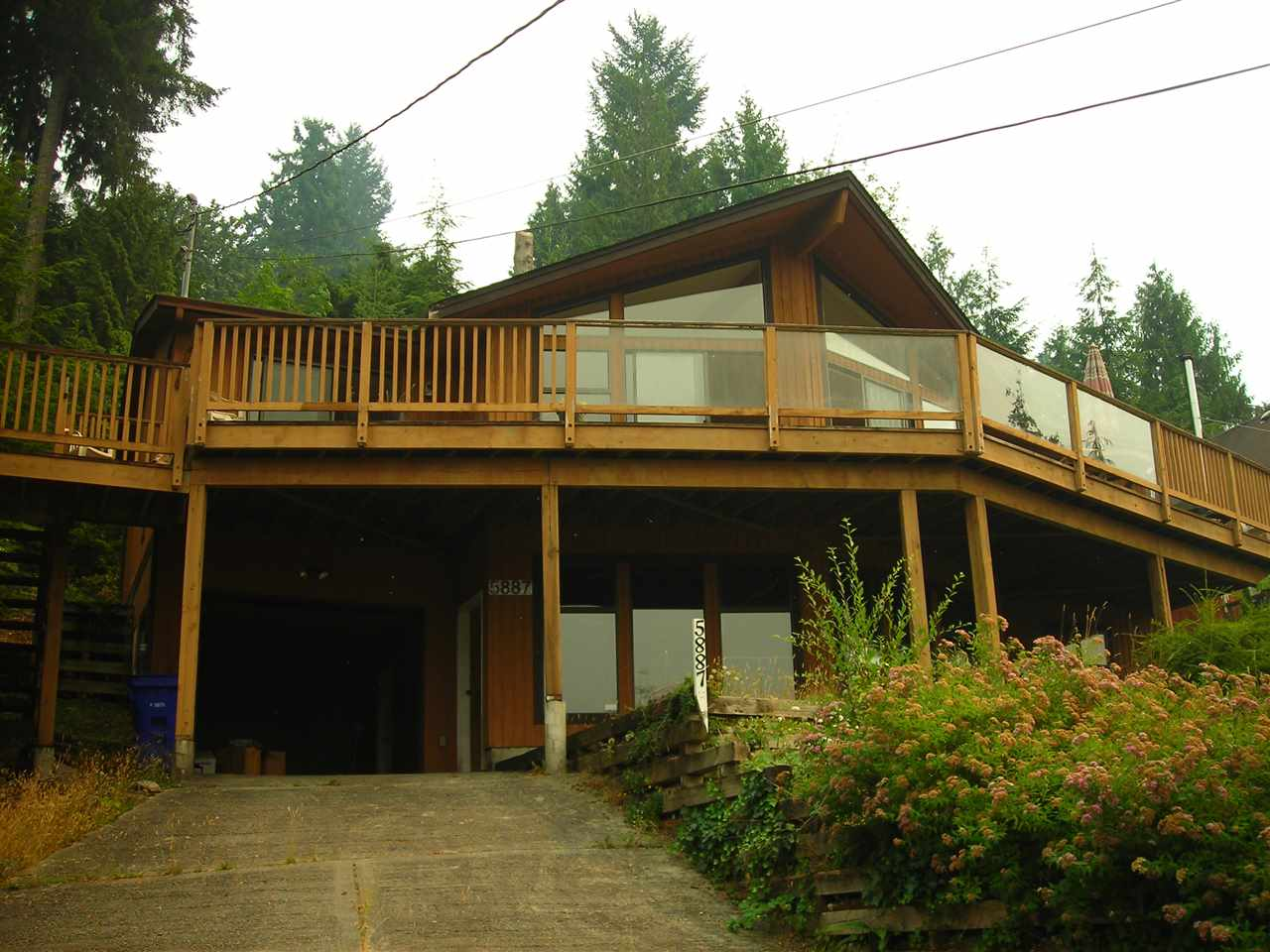 Main Photo: 5887 SANDY HOOK Road in Sechelt: Sechelt District House for sale (Sunshine Coast)  : MLS(r) # R2087513