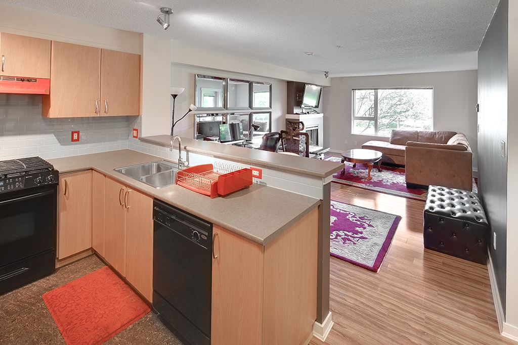 "Main Photo: 214 4723 DAWSON Street in Burnaby: Brentwood Park Condo for sale in ""Collage"" (Burnaby North)  : MLS® # R2096689"