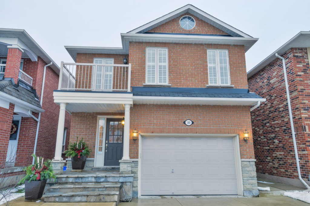 Main Photo: 160 Monteith Crescent in Vaughan: Maple House (2-Storey) for sale : MLS(r) # N3662686