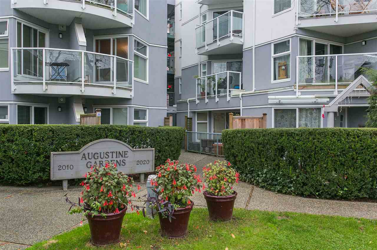 "Main Photo: 311 2020 W 8TH Avenue in Vancouver: Kitsilano Condo for sale in ""AUGUSTINE GARDENS"" (Vancouver West)  : MLS® # R2147909"