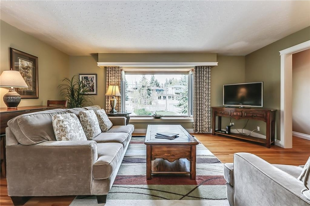 Photo 9: 331 45 Avenue SW in Calgary: Elboya House for sale : MLS® # C4107686