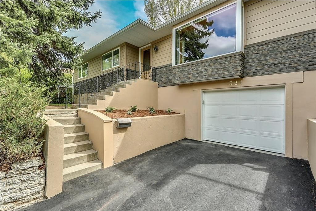 Photo 3: 331 45 Avenue SW in Calgary: Elboya House for sale : MLS® # C4107686