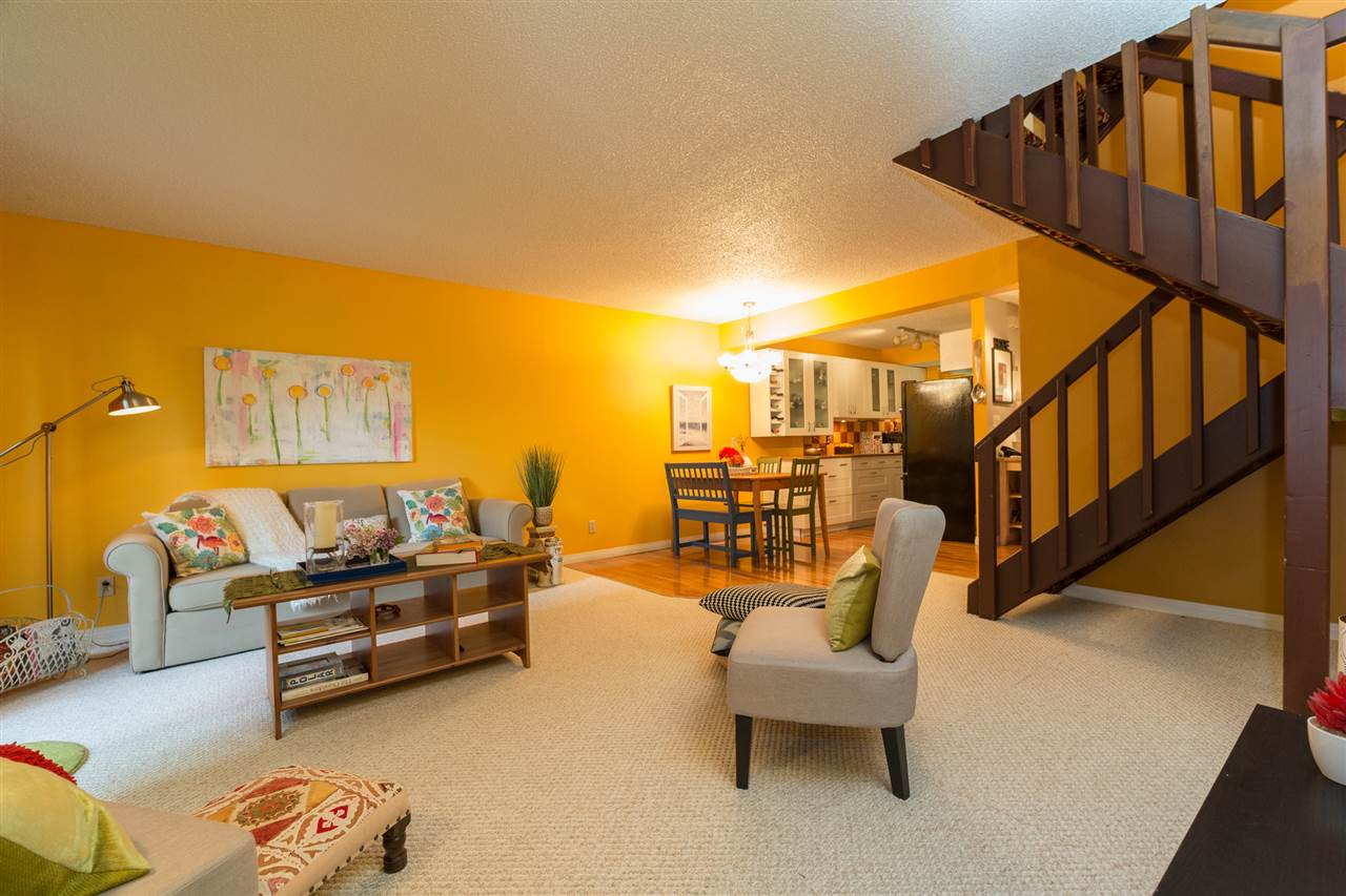 Main Photo: 29A MEADOWLARK Village in Edmonton: Zone 22 Townhouse for sale : MLS(r) # E4068462