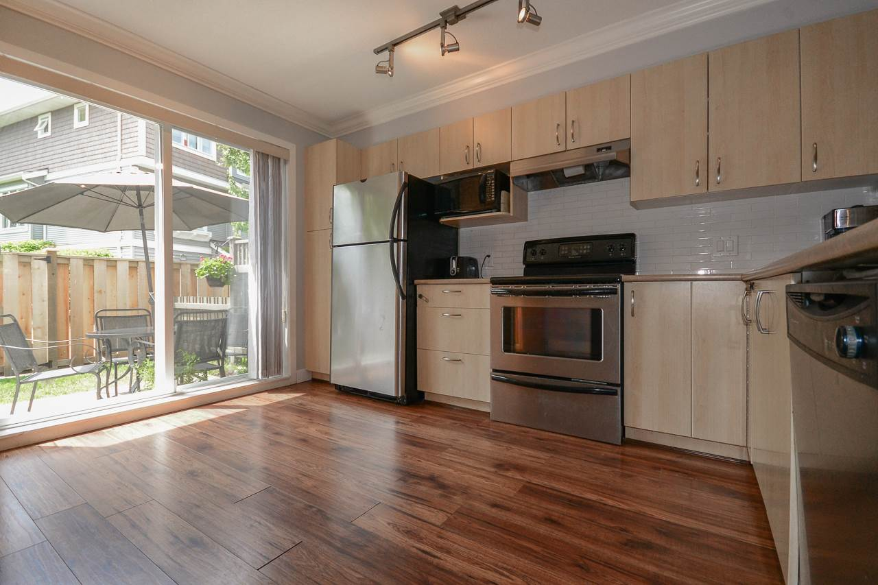 "Photo 9: 2 15155 62A Avenue in Surrey: Sullivan Station Townhouse for sale in ""OAKLANDS"" : MLS(r) # R2178788"
