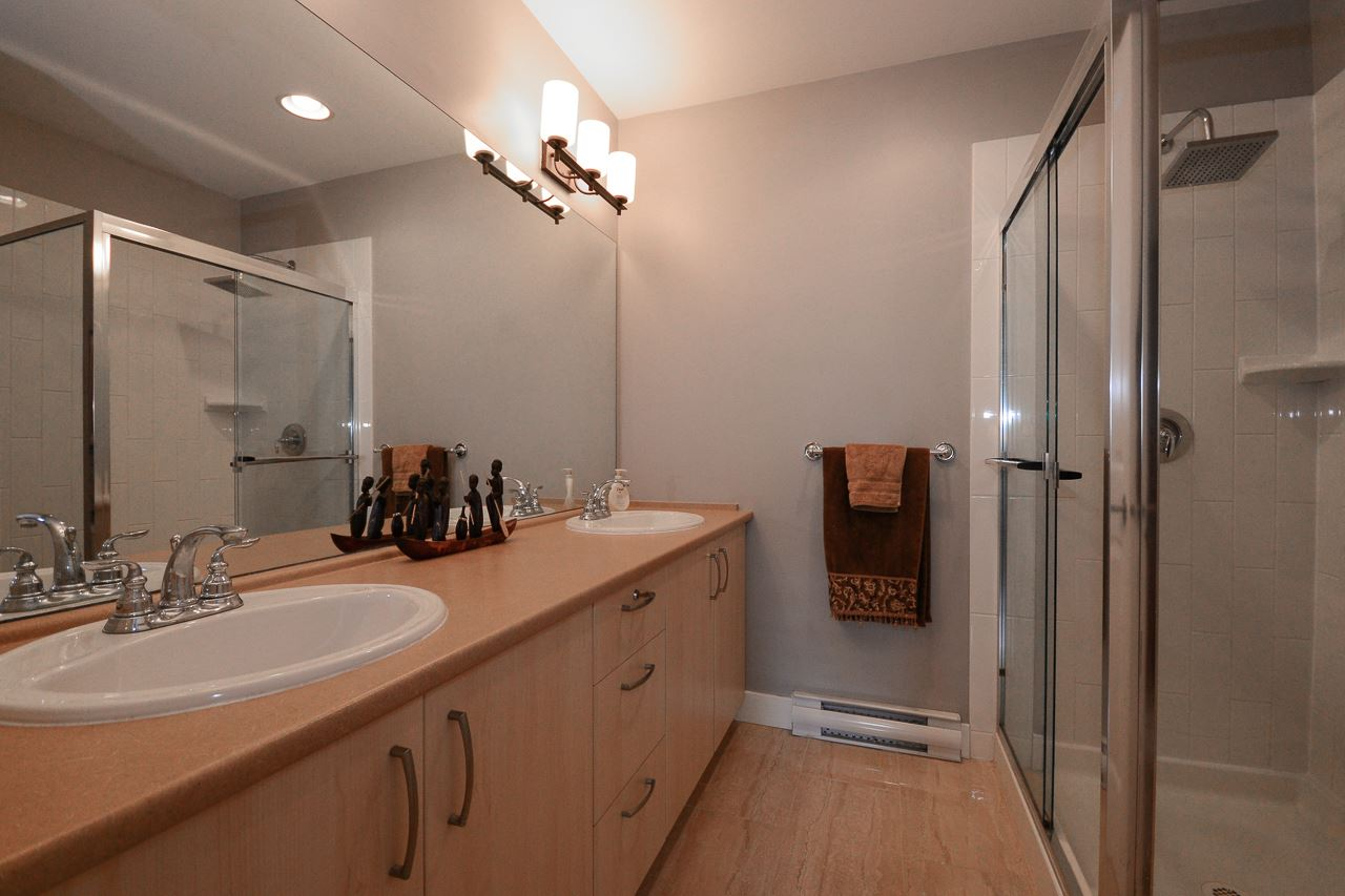 "Photo 12: 2 15155 62A Avenue in Surrey: Sullivan Station Townhouse for sale in ""OAKLANDS"" : MLS(r) # R2178788"