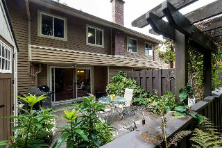 "Main Photo: 4695 HOSKINS Road in North Vancouver: Lynn Valley Townhouse for sale in ""YORKWOOD HILLS"" : MLS® # R2211514"