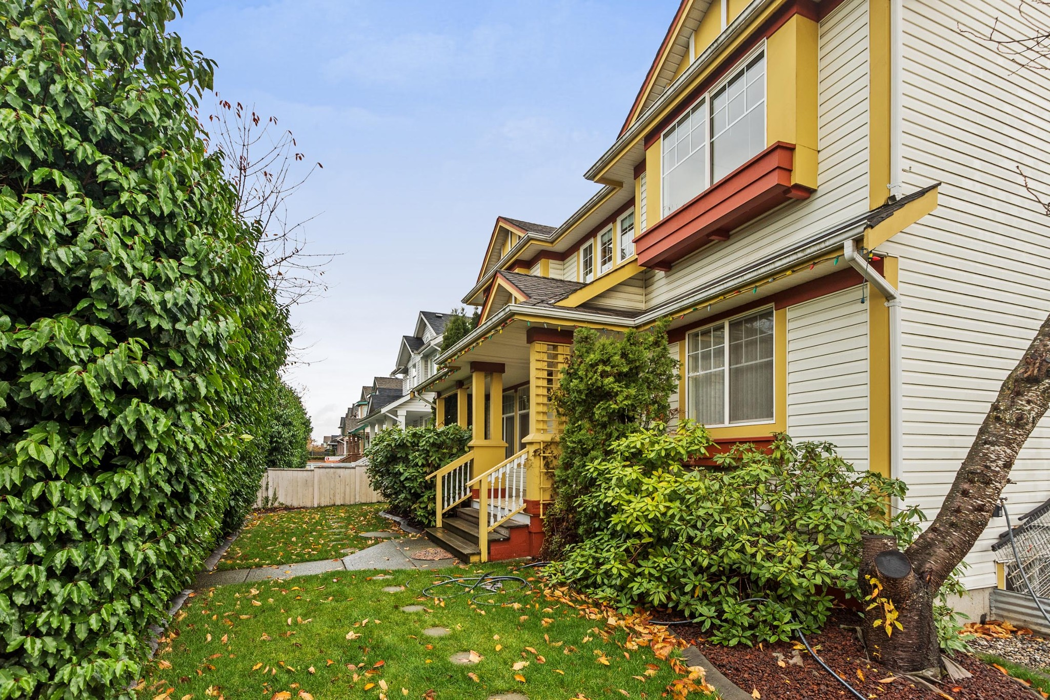 "Main Photo: 6510 184 Street in Surrey: Cloverdale BC House for sale in ""CLOVER VALLEY"" (Cloverdale)  : MLS®# R2222955"