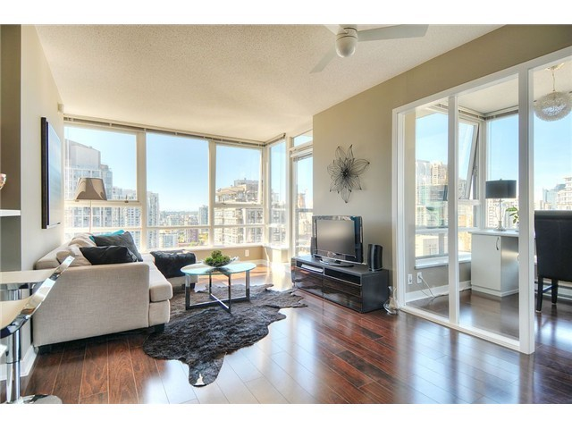 "Main Photo: 2910 928 BEATTY Street in Vancouver: Yaletown Condo for sale in ""The Max"" (Vancouver West)  : MLS(r) # V1052333"
