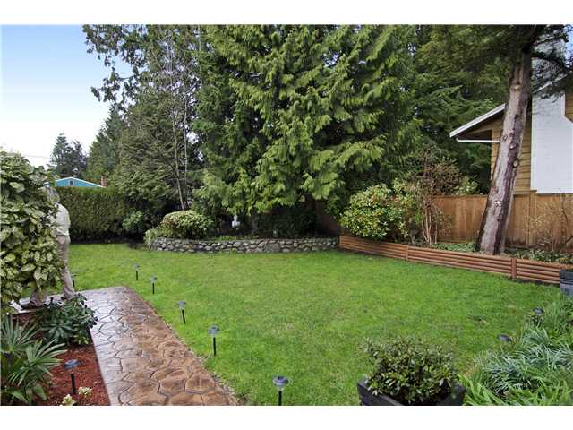 Photo 2: 2166 MOUNTAIN Highway in North Vancouver: Westlynn House for sale : MLS® # V1111055