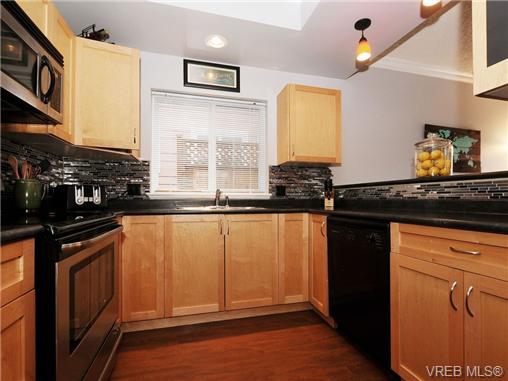 Photo 7: 985 Huckleberry Terrace in VICTORIA: La Happy Valley Single Family Detached for sale (Langford)  : MLS(r) # 349960