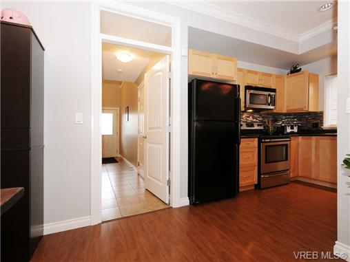 Photo 4: 985 Huckleberry Terrace in VICTORIA: La Happy Valley Single Family Detached for sale (Langford)  : MLS(r) # 349960