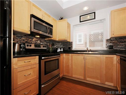Photo 8: 985 Huckleberry Terrace in VICTORIA: La Happy Valley Single Family Detached for sale (Langford)  : MLS(r) # 349960