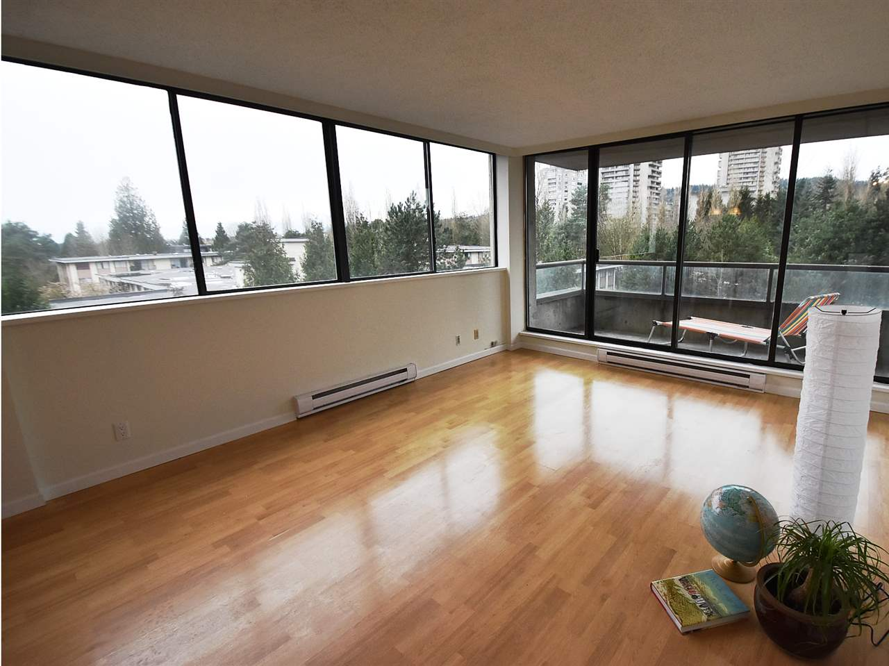 "Main Photo: 606 3970 CARRIGAN Court in Burnaby: Government Road Condo for sale in ""THE HARRINGTON"" (Burnaby North)  : MLS(r) # R2044133"