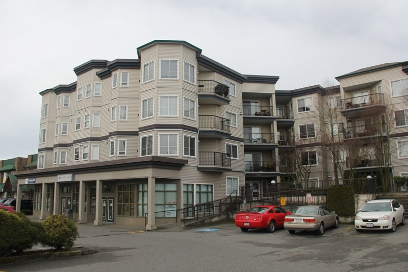 "Main Photo: 412 5759 GLOVER Road in Langley: Langley City Condo for sale in ""College Court"" : MLS® # R2047493"