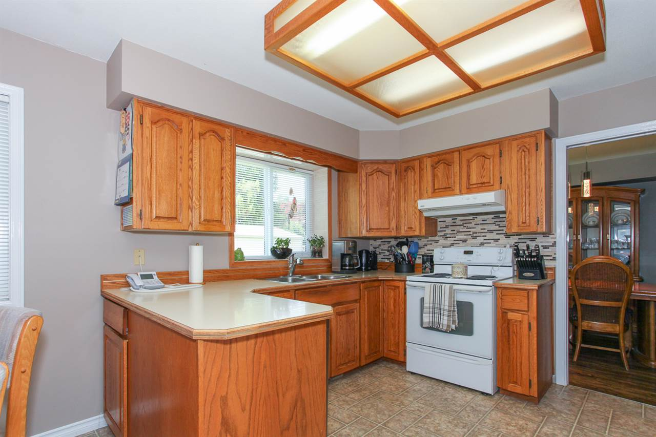 Photo 7: 14621 86A Avenue in Surrey: Bear Creek Green Timbers House for sale : MLS® # R2078555