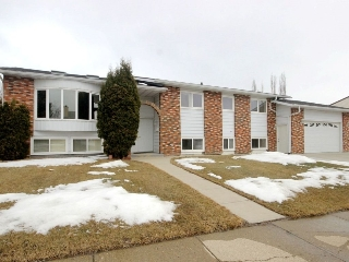 Main Photo: 2535 46A Street in Edmonton: Zone 29 House for sale : MLS(r) # E4058133