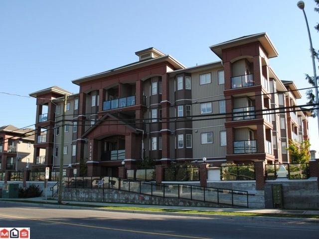 Main Photo: 302 19730 56 Avenue in Langley: Langley City Condo for sale : MLS(r) # R2165466