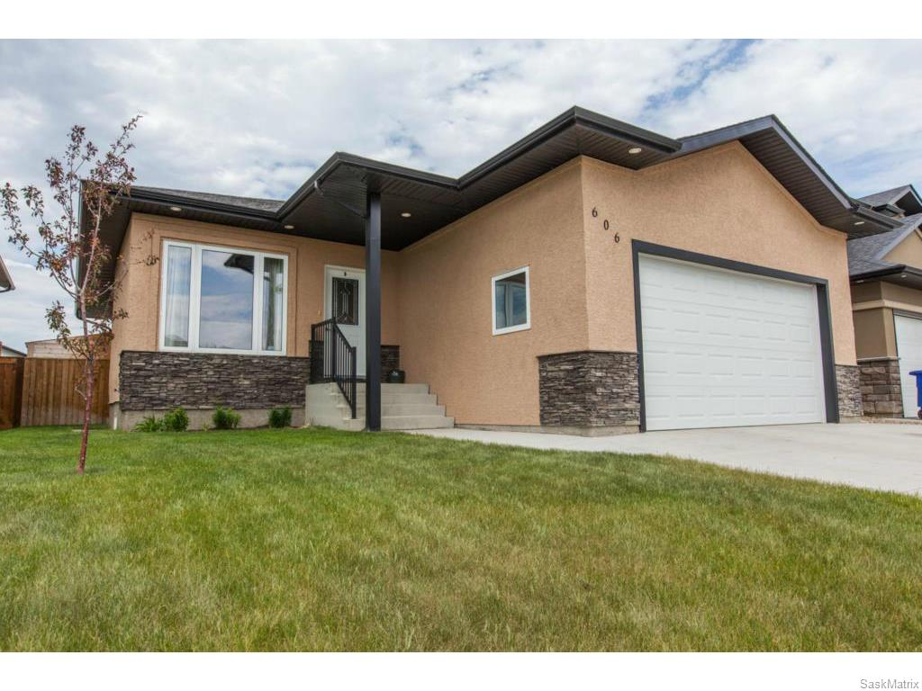 Main Photo: 606 Redwood Crescent in Warman: Residential for sale : MLS® # SK612663