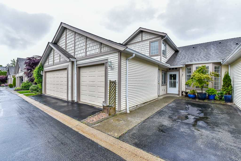 "Main Photo: 2 9012 WALNUT GROVE Drive in Langley: Walnut Grove Townhouse for sale in ""Queen Anne Green"" : MLS(r) # R2177180"