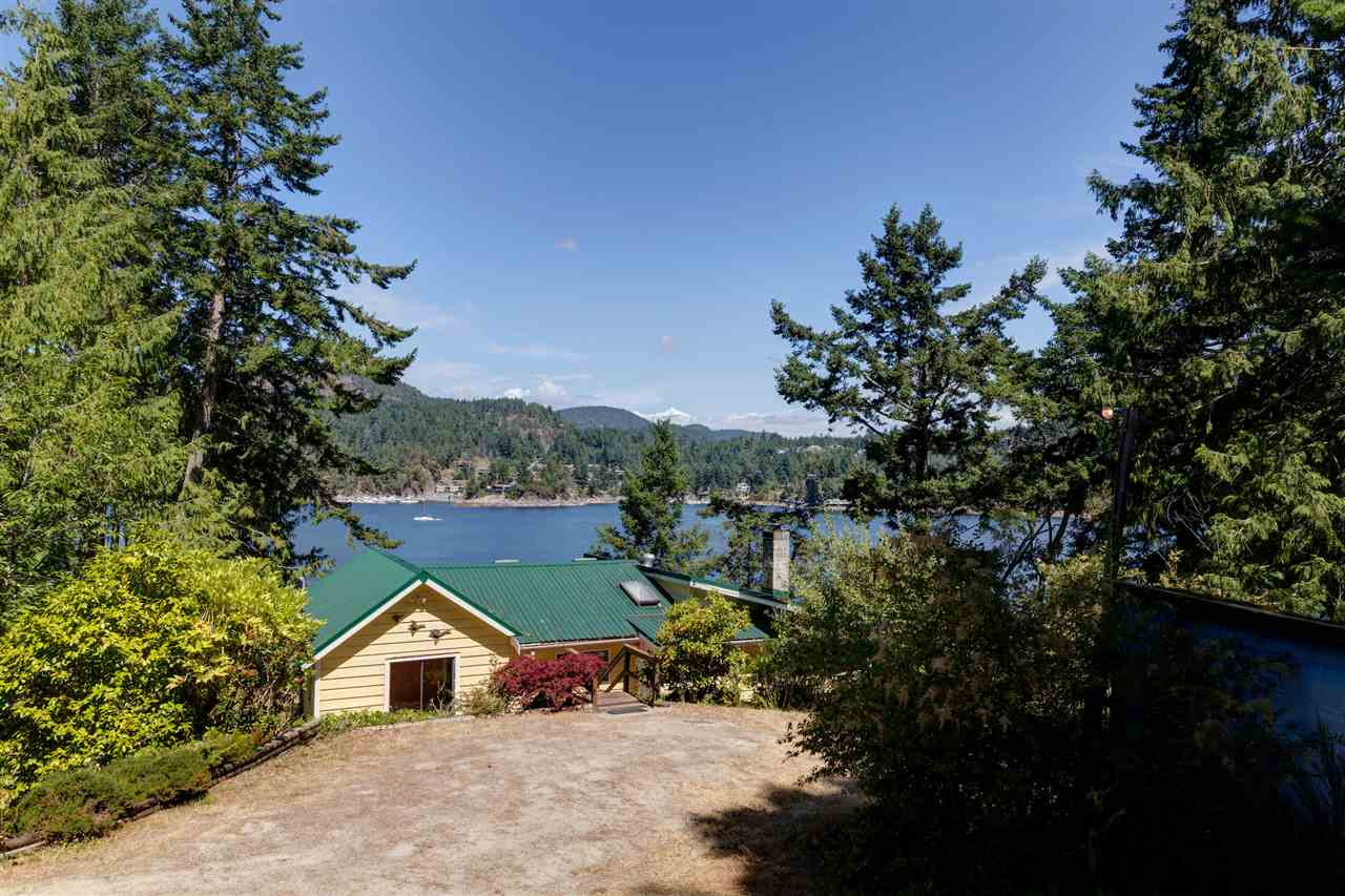 Photo 7: Photos: 13038 HASSAN Road in Madeira Park: Pender Harbour Egmont House for sale (Sunshine Coast)  : MLS® # R2187196