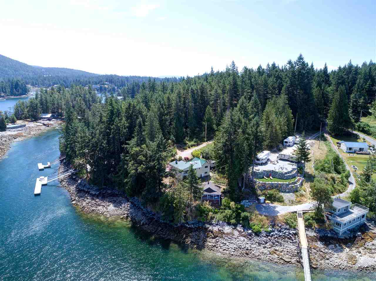 Photo 3: Photos: 13038 HASSAN Road in Madeira Park: Pender Harbour Egmont House for sale (Sunshine Coast)  : MLS® # R2187196