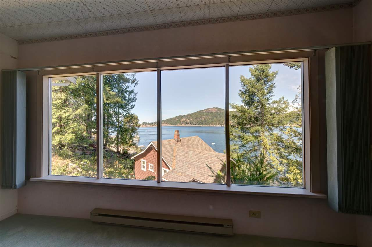 Photo 19: Photos: 13038 HASSAN Road in Madeira Park: Pender Harbour Egmont House for sale (Sunshine Coast)  : MLS® # R2187196
