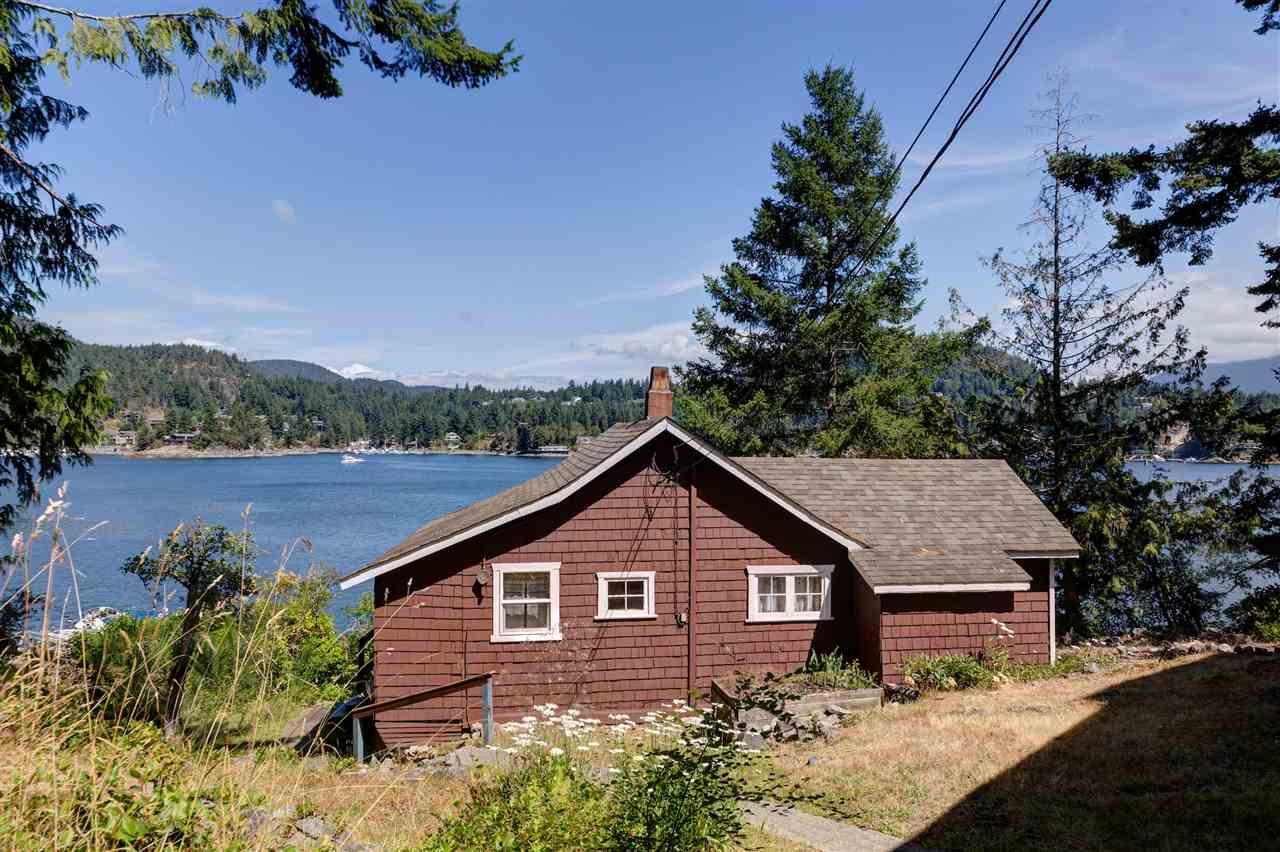 Photo 6: Photos: 13038 HASSAN Road in Madeira Park: Pender Harbour Egmont House for sale (Sunshine Coast)  : MLS® # R2187196