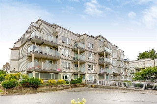 "Main Photo: 402 14355 103 Avenue in Surrey: Whalley Condo for sale in ""Claridge Court"" (North Surrey)  : MLS® # R2191413"