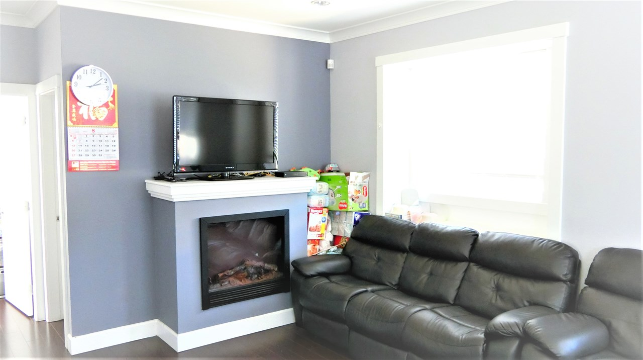 Main Photo: 198 E 44TH Avenue in Vancouver: Main House 1/2 Duplex for sale (Vancouver East)  : MLS® # R2198491