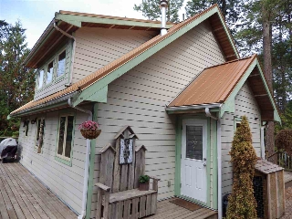 Main Photo: 9850 MCKENZIE Road in Halfmoon Bay: Halfmn Bay Secret Cv Redroofs House for sale (Sunshine Coast)  : MLS® # R2208770