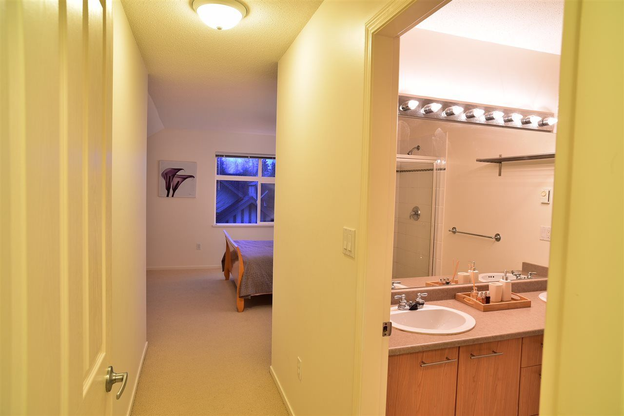 "Photo 7: Photos: 69 15968 82 Avenue in Surrey: Fleetwood Tynehead Townhouse for sale in ""Shelborne Lane"" : MLS® # R2221168"