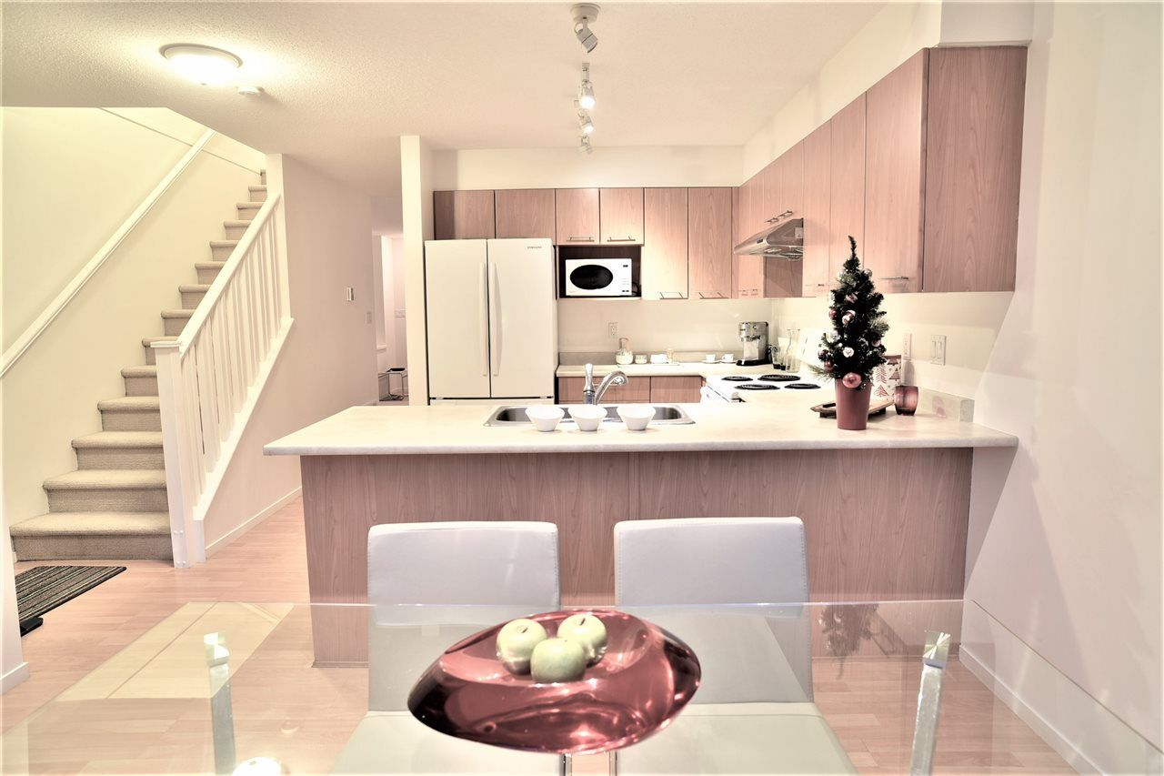 "Photo 5: Photos: 69 15968 82 Avenue in Surrey: Fleetwood Tynehead Townhouse for sale in ""Shelborne Lane"" : MLS® # R2221168"