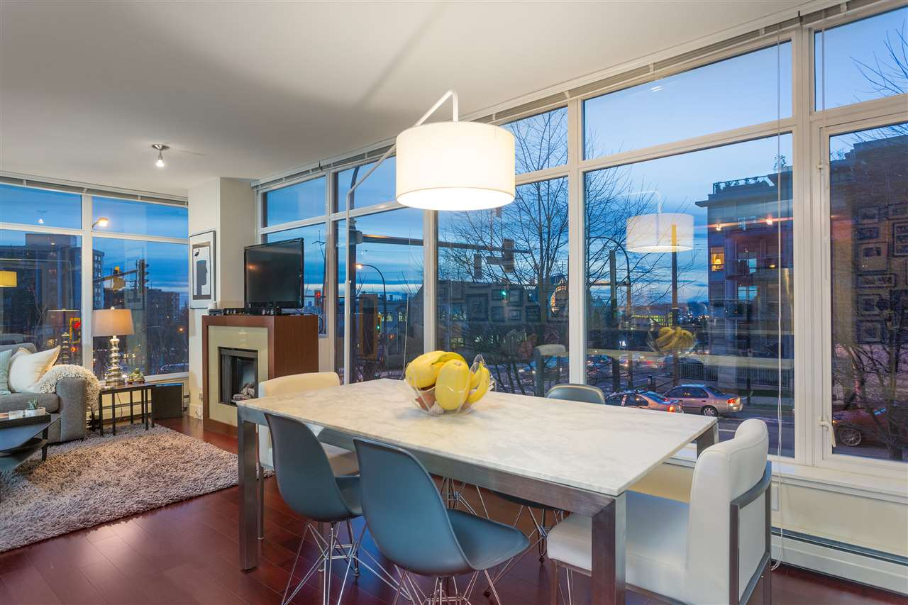 Photo 4: Photos: 103 1320 CHESTERFIELD Avenue in North Vancouver: Central Lonsdale Condo for sale : MLS® # R2235108