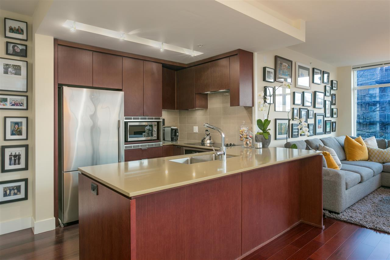 Photo 1: Photos: 103 1320 CHESTERFIELD Avenue in North Vancouver: Central Lonsdale Condo for sale : MLS® # R2235108