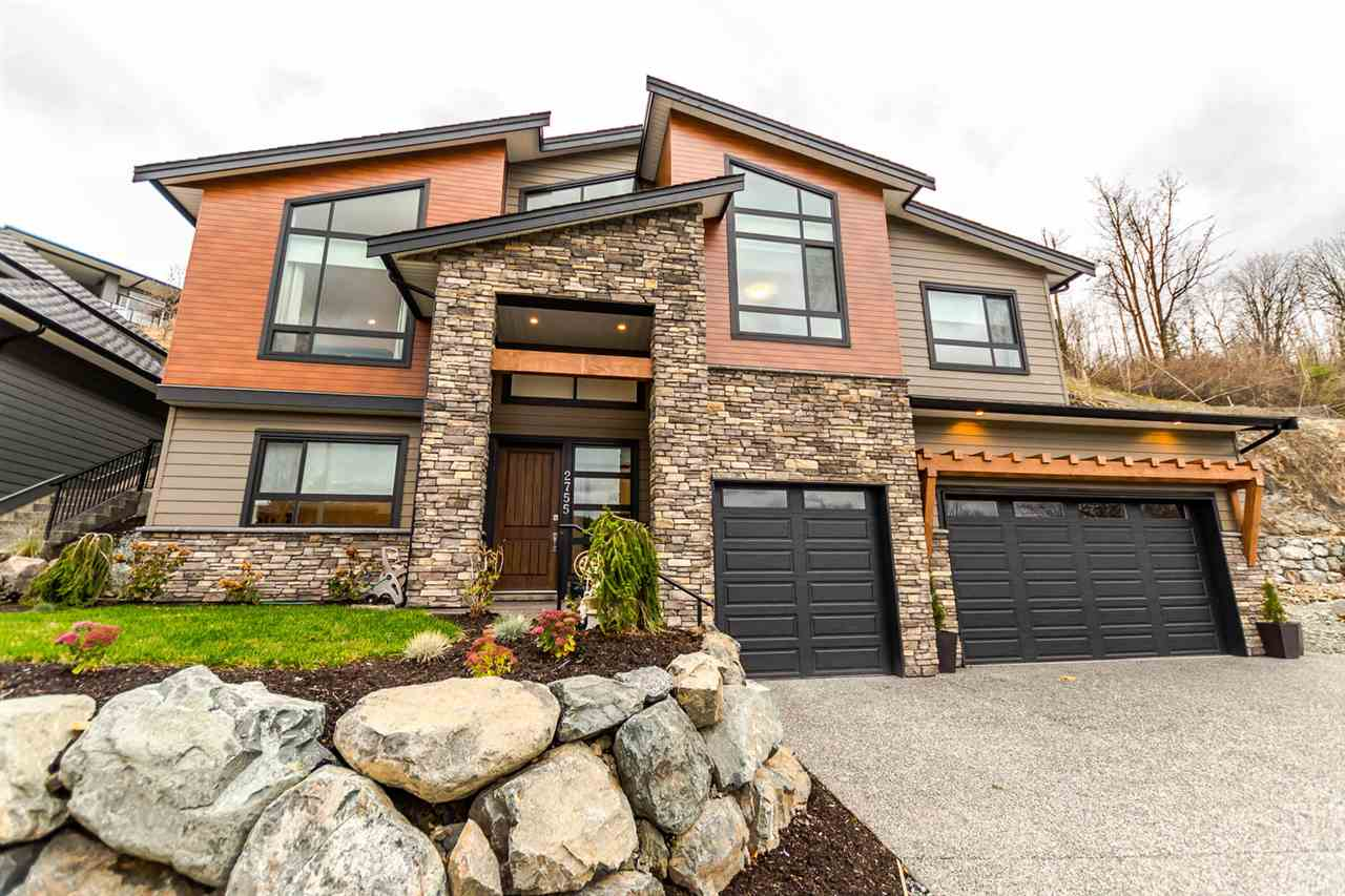 "Main Photo: 2755 AQUILA Drive in Abbotsford: Abbotsford East House for sale in ""Eagle Mountain"" : MLS® # R2236020"