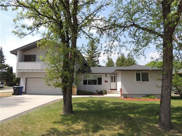 Main Photo: 846 Oakdale Drive in Winnipeg: Charleswood Residential for sale (1G)  : MLS®# 1817921