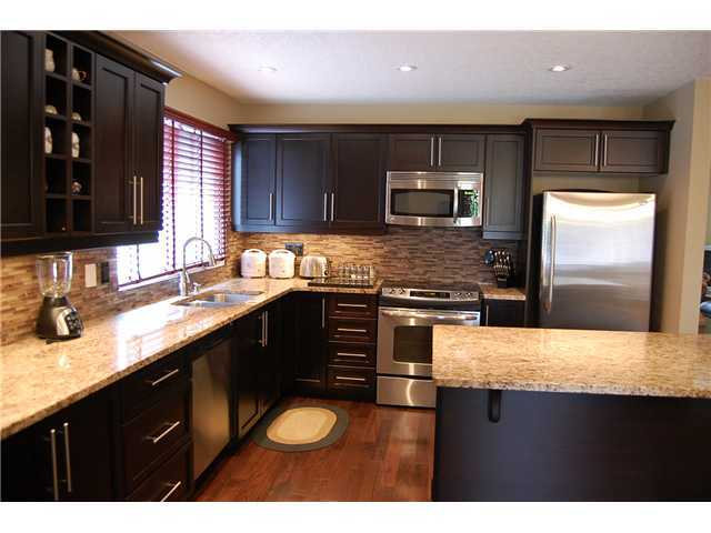 Photo 3: Photos: 332 Parkridge Way SE in CALGARY: Parkland House for sale (Calgary)  : MLS(r) # C3493135