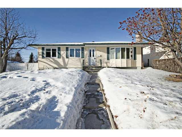 Main Photo: 6043 LAKEVIEW Drive SW in CALGARY: Lakeview Residential Detached Single Family for sale (Calgary)  : MLS® # C3604222